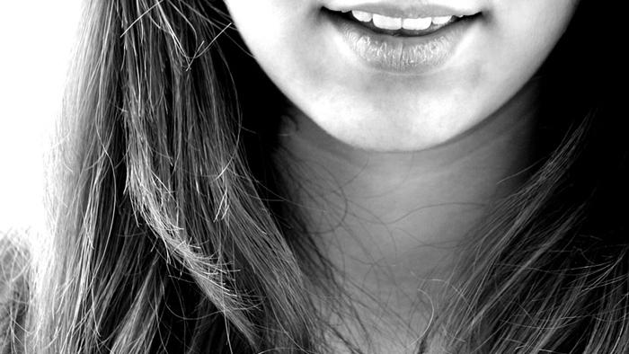 เลือดออกตามไรฟัน ทำยังไงดี 6 วิธีการรักษาเมื่อแปรงฟันแล้วเลือดออกเพราะขาดวิตามิน