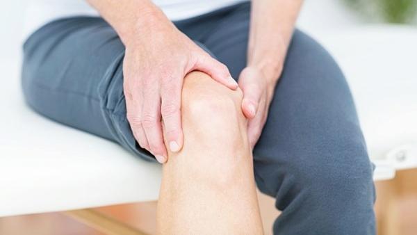 ปวดเข่า คืออะไร อาการ สาเหตุ และวิธีการรักษาเมื่อปวดเข่า